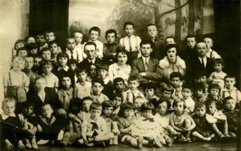 סבתא מרים בגן הילדים
